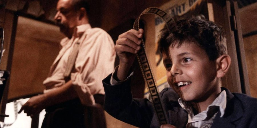 Cena do filme Cinema Paradiso (1988)